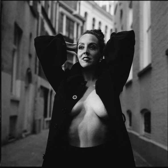 Portret in zwart-wit van Valentina Rose